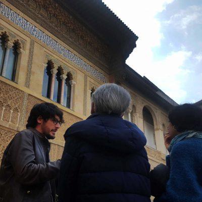 Sevilla - Explicando en fachada palacio Pedro I ©Cristina Espinosa